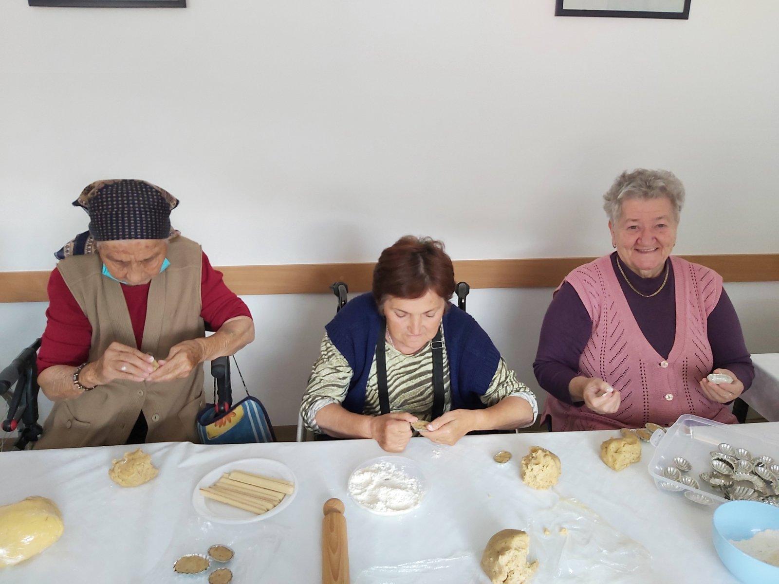 Nas Dom Dan Starih osoba kolaci